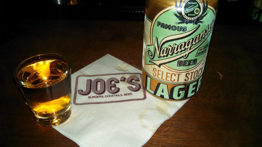 menghabiskan waktu dengan burt reynolds pada joe bar nyc